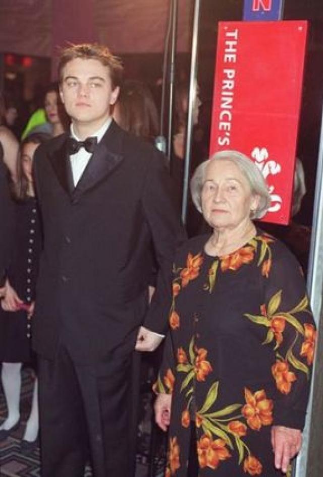 Леонардо Ди Каприо. Бабушку Лео звали Елизавета Смирнова. После революции родители вывезли маленькую Лизу из СССР в Германию, где она впоследствии вышла замуж за коммерсанта. Их дочь, мать Лео, переехала в США.