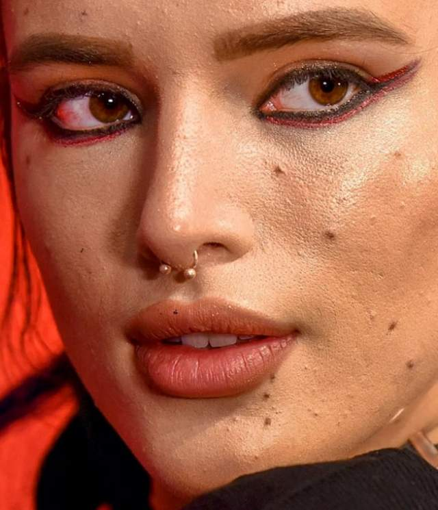 Американская актриса и певица Белла Торн .
