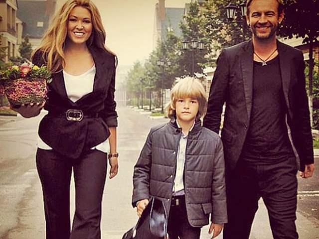 У них в 2006 году родился сын Артем, а в 2008 году пара рассталась. Но сохранила добрые отношения, что видно по изредка выкладываемым снимкам в соцсети.