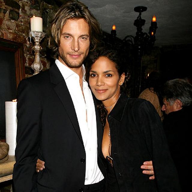 Холли Берри. Актриса начала встречаться с франко-канадским манекенщиком Габриэлем Обри в 2005 году, а в начале 2008 года у пары родилась дочка Нала.