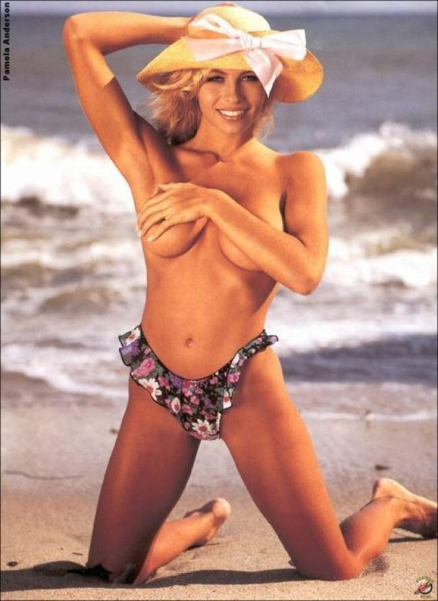 """Памела Андерсон в начале модельной карьеры еще в """"натуральном"""" виде."""