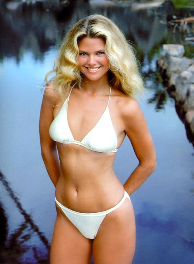 Кристи Бринкли. В 1973 году Кристи была обнаружена американским фотографом Эрролом Сойером на почте в Париже. Он сделал ее первые фотографии в качестве модели и познакомил с владельцем модельного агентства Elite, Джоном Касабланкасом.