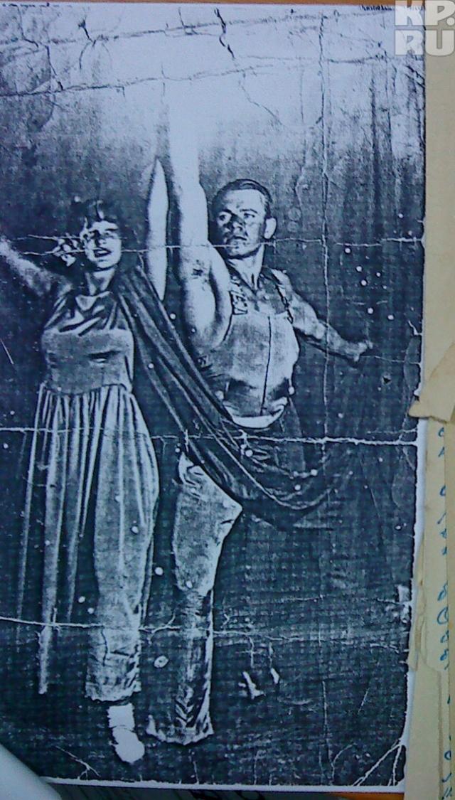 Но Мухиной требовалось что-то более мужественное, пролетарское, поэтому она пригласила Сергея Каснера .