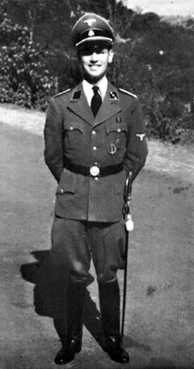 Эрих Прибке. Спустя почти 50 лет после окончания Второй мировой войны живший в Аргентине бывший гауптштурмфюрер СС дал интервью журналисту ABC Сэму Доналдсону.