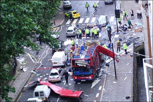 Все 4 террориста-самоубийцы также погибли.
