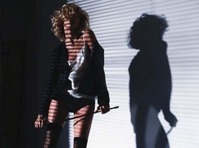 """Ким Бэйсингер. Фильм 1986 года """"9 1/2 недель"""" Эдриана Лайна сделал 33-летнюю актрису секс-символом."""