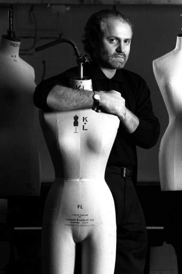 Джанни Версаче Всемирно известный модельер Джанни Версаче был застрелен 15 июля 1997 года на крыльце своего дома.