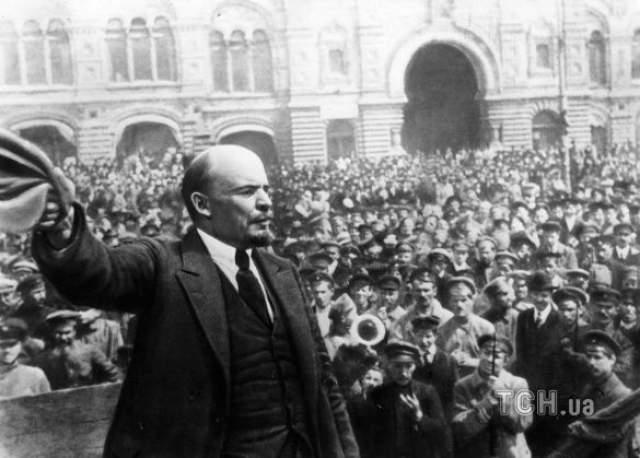 Владимир Ленин Первый руководитель Советского Союза Владимир Ленин перенес несколько инсультов. Первый, который случился с ним 26 мая 1922 года, привел к частичному параличу и утрате речи. После него Ленин восстанавливался несколько месяцев, но уже в октябре вернулся к государственной деятельности.