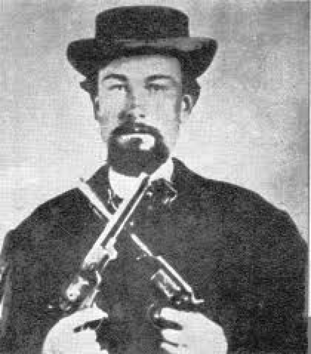 """""""Робина Гуд"""" Джеймс был безжалостным грабителем и """"экспертом"""" в ограблении банков, дилижансов и поездов. Во время гражданской войны в США он был молодым солдатом, а после ее окончания присоединился к банде, в которой быстро стал главарем."""