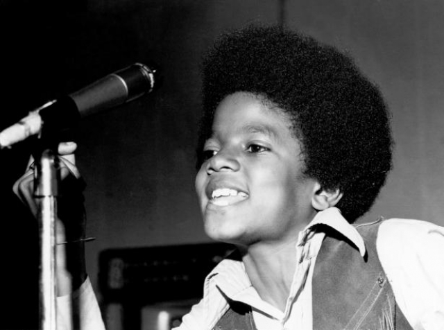 Однажды ночью, когда Майкл спал, отец пробрался в его комнату через окно. Он был в пугающей маске, пронзительно кричал и ревел. Джозеф объяснил свой поступок тем, что хотел научить своих детей закрывать окно перед тем, как лечь спать.