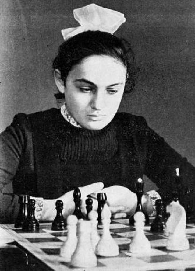 Майя Чибурданидзе (шахматы). В 17 лет в 1978 году выиграла матч на первенство мира по шахматам среди женщин у Ноны Гаприндашвили.