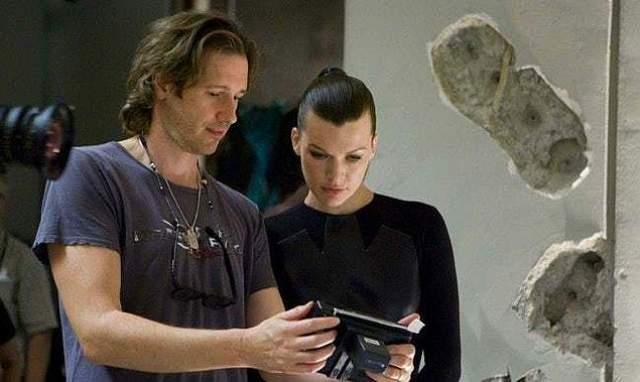 Милла Йовович и Пол Андерсон Актриса Милла Йовович и ее муж, режиссер блокбастеров Пол Андерсон, вместе с 2002 года. В 2007 году у пары родилась дочь Эва Габо.
