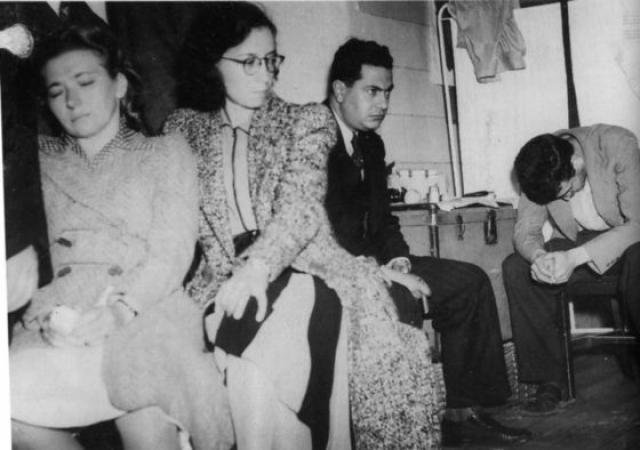 А с марта 1940 года под предлогом встреч с ней Меркадер-Морнар-Джексон также начал появляться в Кайоакане. Также ему удалось войти в доверие к входившим в окружение Троцкого супругам Росмер.