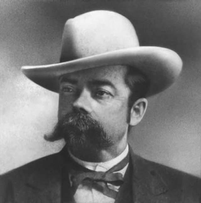 Джек Дэниэл Американский бизнесмен, производитель виски, создатель легендарного теннесийского виски Jack Daniel's скончался от сепсиса.