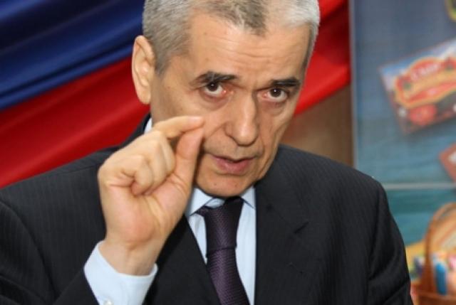 """Геннадий Онищенко : """"Все вы знаете, что 1 грамм никотина убивает лошадь. У нас страна гуманная и убивают не лошадей, а людей""""."""