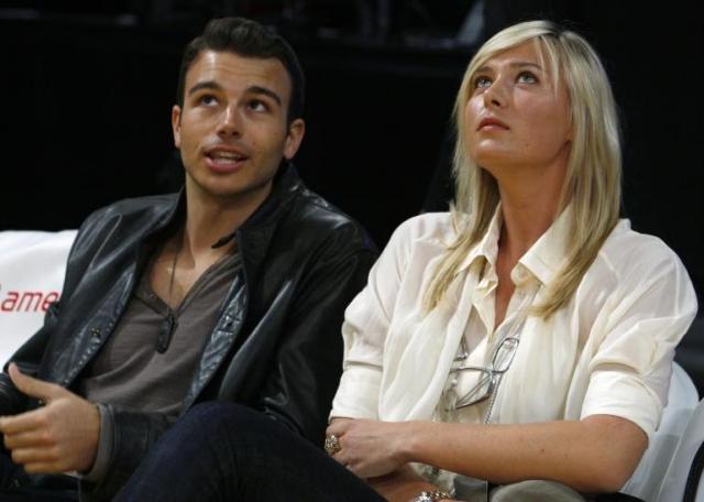 Богатая и красивая пара больше года посещала светские мероприятия, а частенько – баскетбольные матчи, которые Эберсол просто обожал.