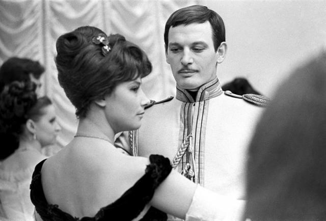 Первым мужем Самойловой и ее самой большой любовью был актер Василий Лановой. Это был студенческий брак, который продлился шесть лет.