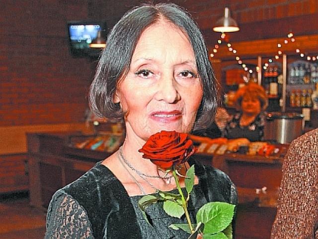 Полтора года Миронову никуда не брали на работу. Потом ей удалось устроиться в химкинский Дом моды, в котором она проработала до пенсии. Официальный брак манекенщицы распался.