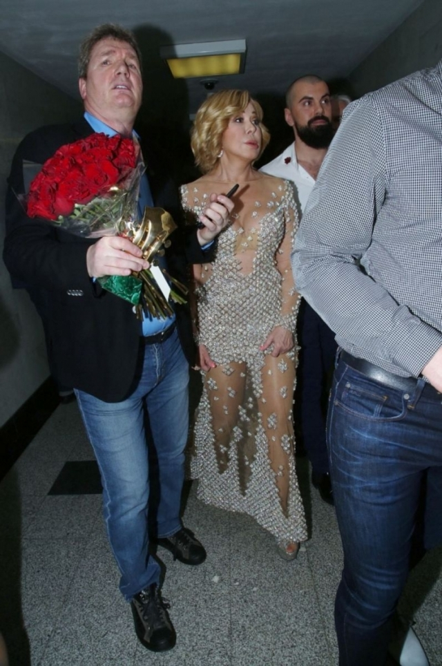 """В таком платье Успенская появилась в Кремлевском дворце на вручении премии """"Шансон""""."""