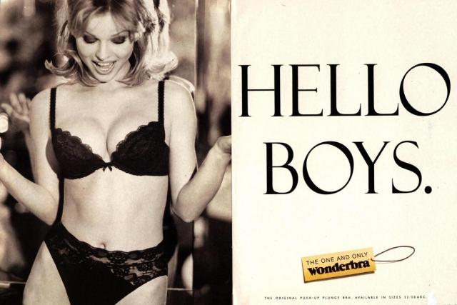 """В 2011 году британское агентство Outdoor Media Centre провело опрос, согласно которому самой великой печатной рекламой всех времен и народов оказался билборд 1994 года """"Hello Boys"""" с чешской моделью Евой Герциговой в бюстгальтере Wonderbra."""