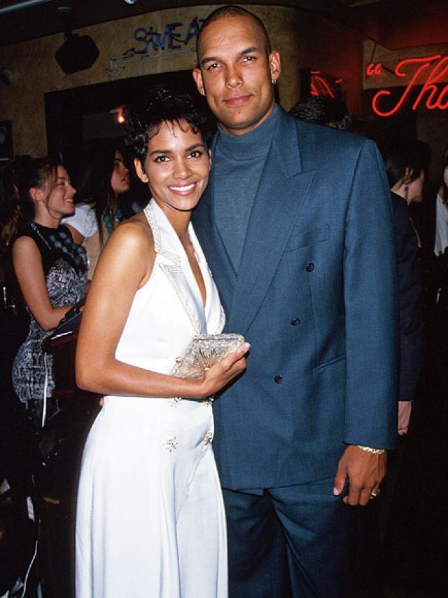 Хэлли Берри. Актриса призналась, что пыталась уйти из жизни после расставания с мужем Дэвидом Джастисом.