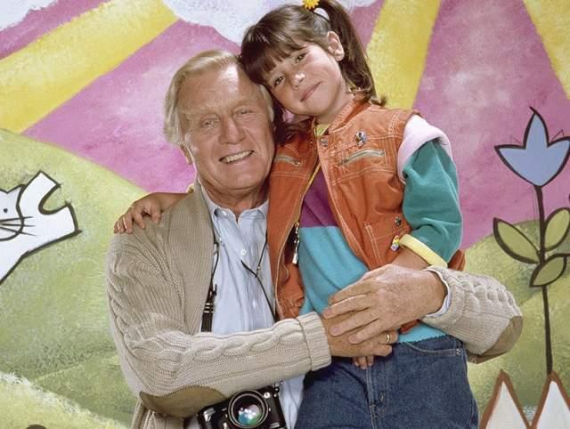 """Окончательно из кино актер ушел в 2003 году, снявшись в комедии """"Молодожены"""". После этого он переехал жить в Санта-Барбару (штат Калифорния), а затем перебрался к дочери, у которой на руках и умер в возрасте 98 лет."""
