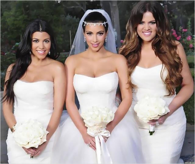 За вечер невеста сменила три наряда стоимостью около $25 тысяч каждый, а все торжество обошлось паре более чем в $10 миллионов, что не могло не вызвать недовольства простых смертных.