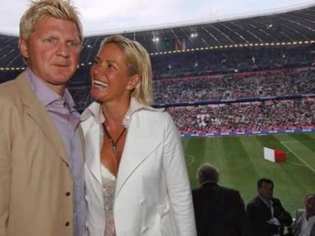 """В 2002 году великий игрок """"Баварии"""" Штефан Эффенберг увел жену у лучшего друга и партнера по команде Томаса Штрунца. Ради интрижки с женой друга Эффенберг развелся со своей супругой, от которого у него было уже двое детей. Позже Штефан женился на Клаудии Штрунц."""