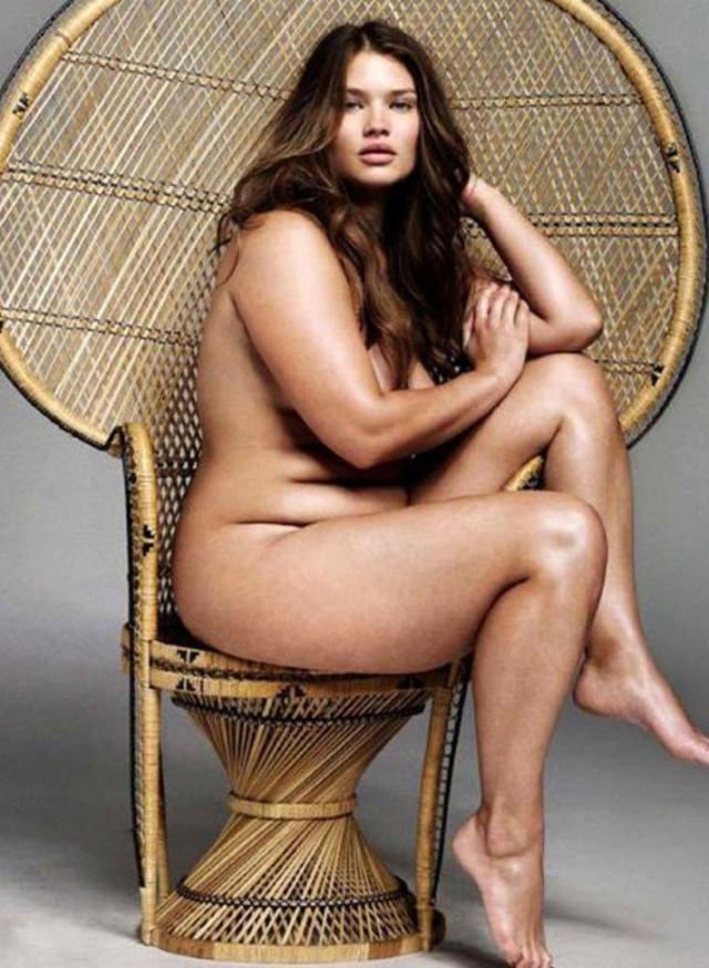 Тара Линн. Девушка составила компанию двум другим моделям на знаменитом снимке.