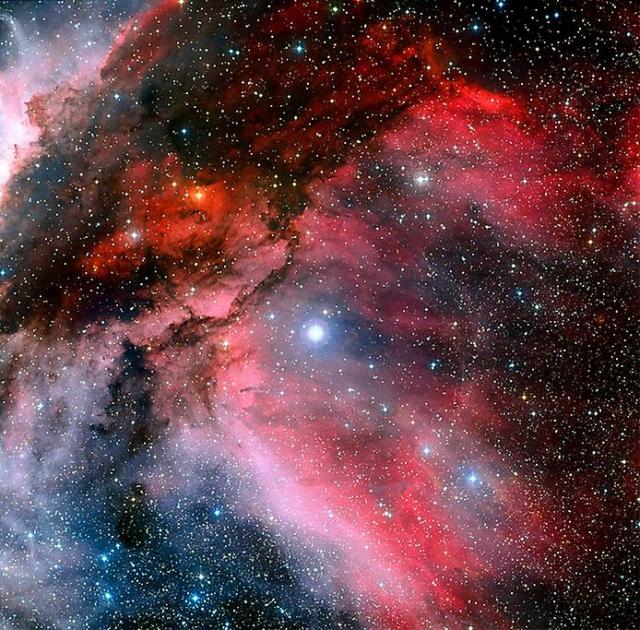 Туманность Киля вращается вокруг чрезвычайно горячей и массивной молодой звезды WR 22