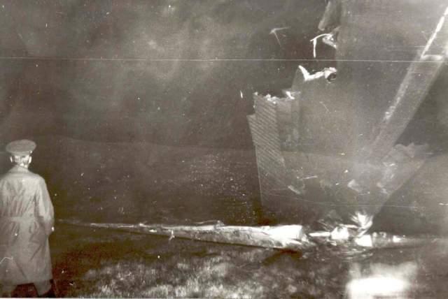 От сильнейшего удара при касании шасси подломились. Фюзеляж протащило по ВПП около 300 метров. При скольжении по бетону самолет стал переворачиваться через правое крыло, затем сошел на грунт, потерял правую плоскость крыла, перевернулся, раскололся надвое и загорелся.