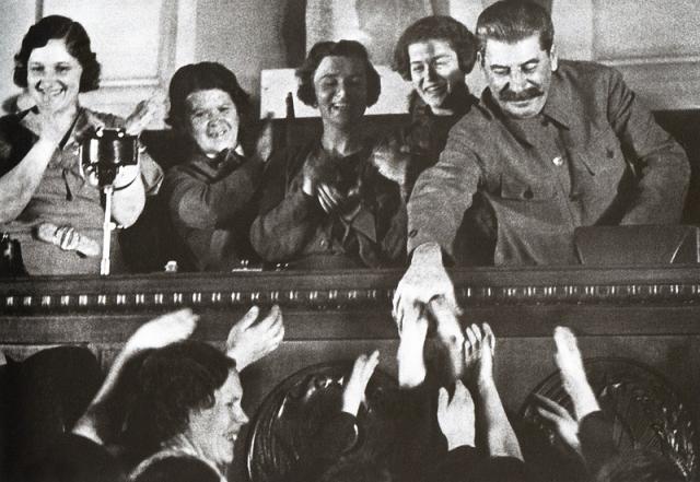 О личной жизни Иосифа Сталина известно мало. Он тщательно уничтожал любые документы и свидетельства, касающиеся его любовных и семейных отношений.