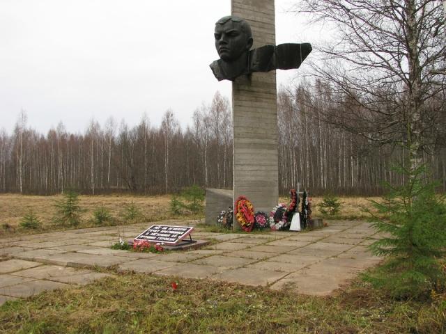 На месте гибели Александра Матросова установлен мемориальный комплекс, а также памятники во множестве городов.
