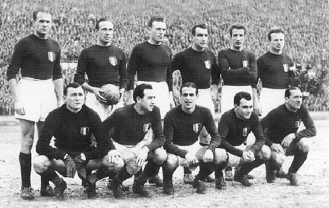 """4 мая 1949 года . Один из ведущих итальянских клубов - футбольная команда """"Торино"""" разбился в авиакатастрофе, произошедшей 4 мая 1949 года."""