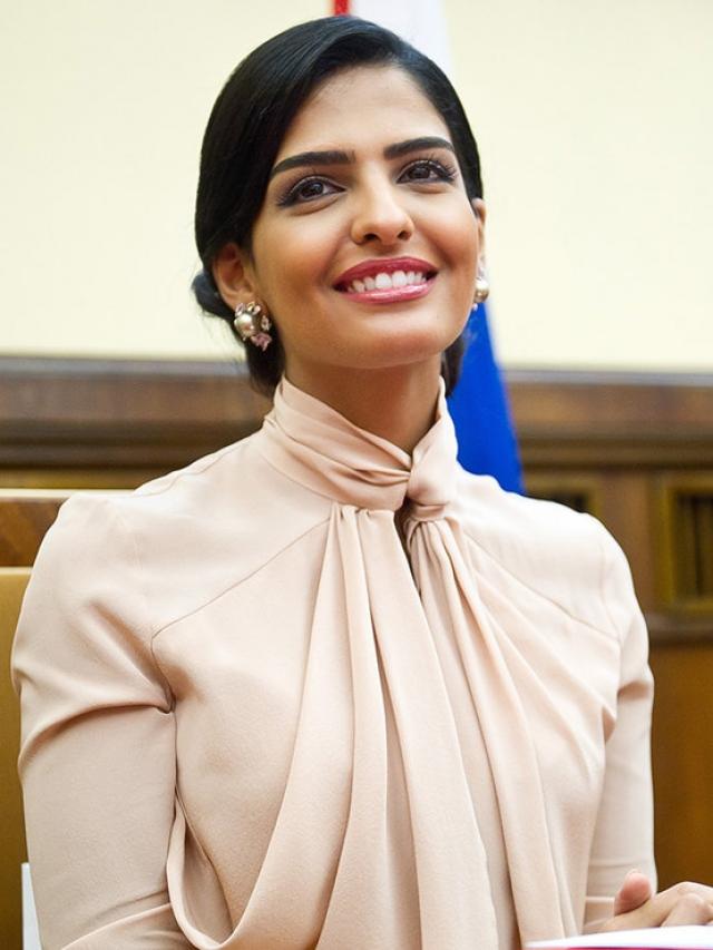 Амира — первая принцесса, отказавшаяся носить традиционное арабское платье абайю в общественных местах.