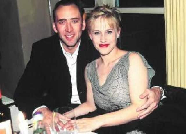 """Патрисия Аркетт и Николас Кейдж, 1995-2001. Кейдж встретил Аркетт в 1987 году в кафе """"Кантер"""" и уже через час общения сделал ей предложение."""