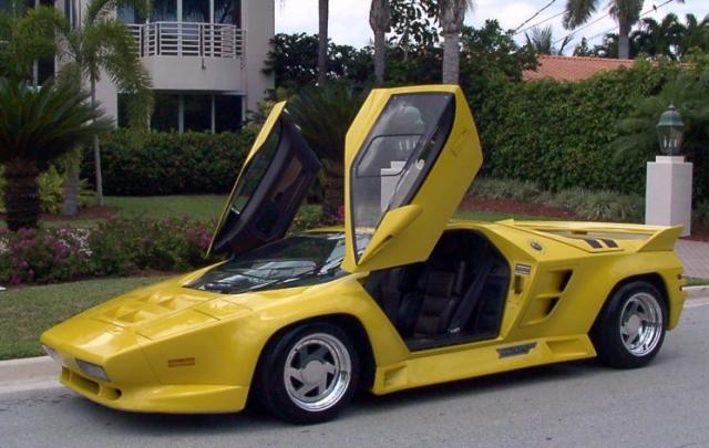 Vector W8 Twin Turbo - $1 600 000. 22 культовых супер-автомобиля построили специалисты компании Vector Aeromotive из штатов. В конструкции использовались аэрокосмические технологии, например, сотовый алюминиевый монокок.