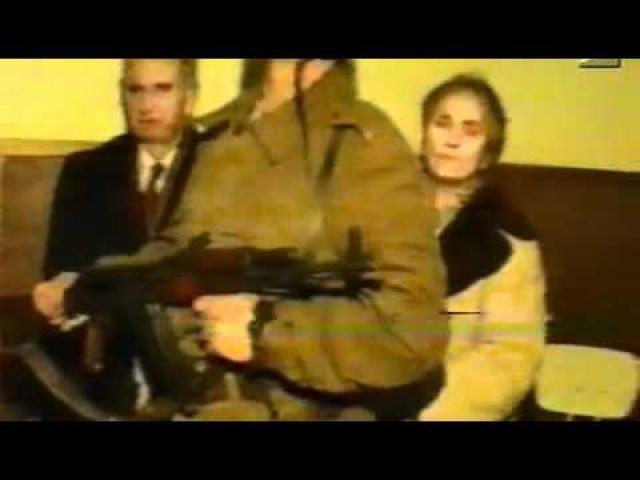 В Рождество 25 декабря 1989 года было записано, а потом показано по румынскому телевидению, заседание трибунала. После чего, согласно приговору, на территории воинской части города Тырговиште супруги Чаушеску были сразу же (в 14:50) расстреляны тремя десантниками, выбранными из сотни добровольцев.