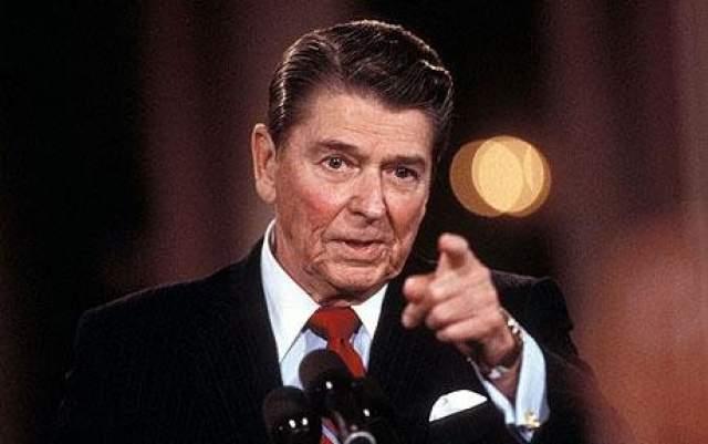 """В речи Рейгана нашли два тренда, использование повторяющихся слов и производных от """"thing"""" увеличилось к концу его президентского срока, использование же уникальных слов в речи, наоборот, со временем становилось все реже. 40-й президент США Рональд Рейган скончался в 2004 году в возрасте 93-х лет."""