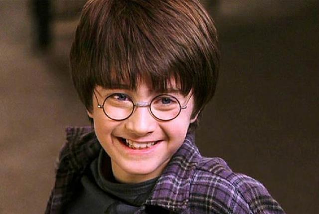 Дэниэл Рэдклифф. Юный актер стал популярен на весь мир после того, как сыграл Гарри Поттера в серии фильмов о приключениях маленького волшебника.