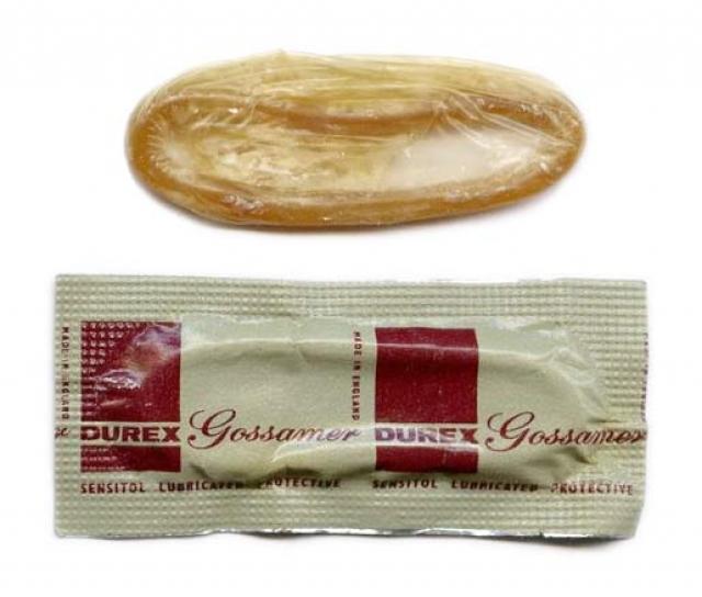 Старые нелатексные презервативы, будучи экономичными, оставались в продаже еще долго после войны. В 1957 году Дюрекс впервые запустил в производство смазанные презервативы.