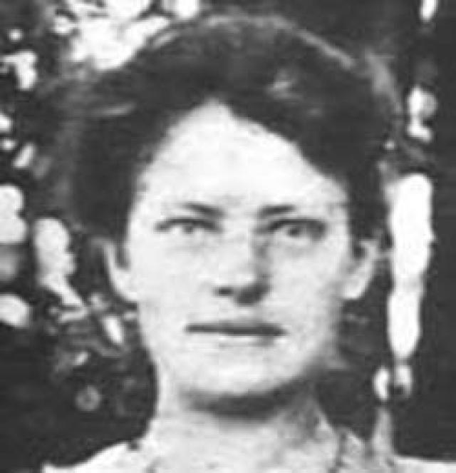 Однако, вскоре выяснилось, что Анна Андерсон на самом деле была фабричной работницей, полькой по происхождению по имени Франциска Шанцковска (фото Франсиски) .