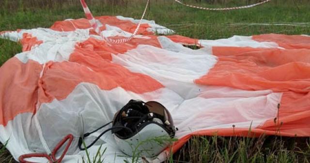 Опытный пилот первого класса Николай Геннадьевич Гриднев смог отвести самолет от населенного пункта - деревни Новины Новопрудского района, и он буквально в двухстах метрах от деревни потерпел крушение.