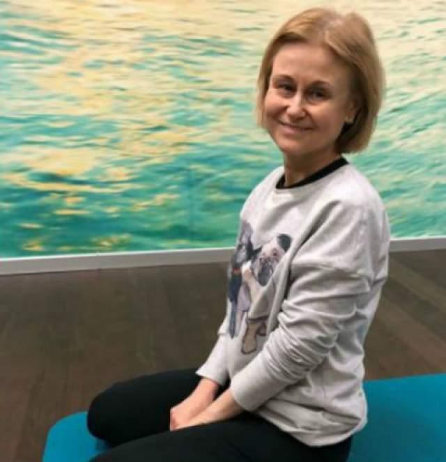 """Дарья Донцова получила от врачей неутешительный диагноз - """"рак"""", при этом он звучал почти как приговор, поскольку жить, по словам медиков, ей оставалось всего пару месяцев."""
