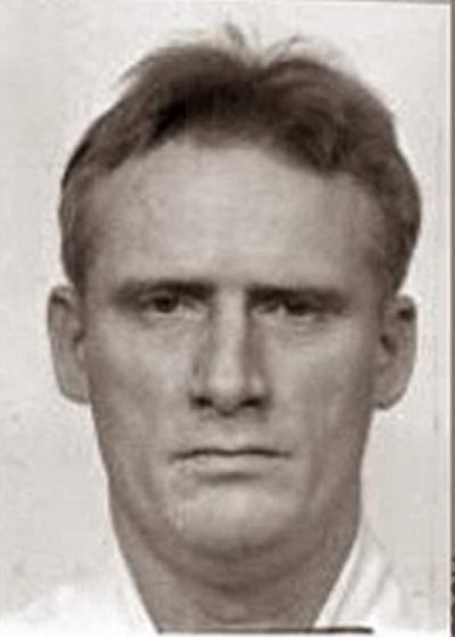 Джефри Карлтон Доти Дата преступления: 2 августа 1993 года Дата казни: 16 августа 2001 года Возраст: 39 лет Обвинение, забил до смерти металлическим прутом 80-летнего мужчину и его жену, владельцев ювелирного магазина, после того как те отказались одолжить ему 30 долларов на наркотики.