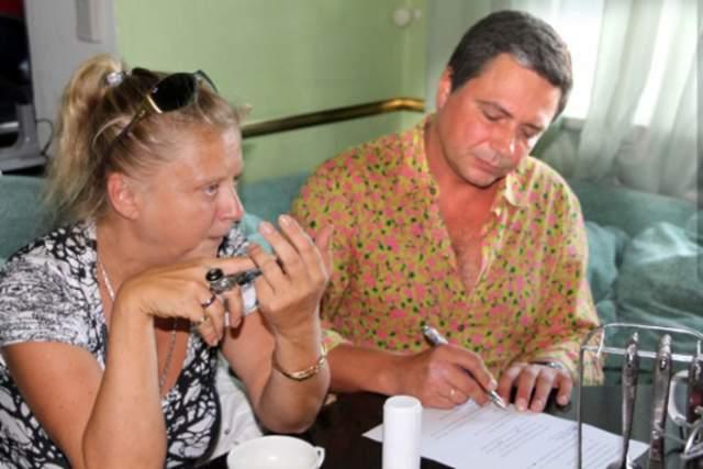 В 1991 году жене Асимов диагностировали рак крови, но женщина победила болезнь, а ребенка родила в период реабилитации. После ухода из группы Асимов с семьей переехал в Испанию, где продолжает записывать песни, в том числе на испанском языке. 22-х летний сын артиста получил образование в Испании и работает на госслужбе.