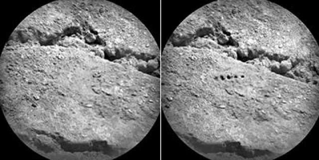 ChemCam - это набор инструментов марсохода, включая лазерный импульс, для дистанционного исследования окружающего пространства. Эти 2 изображения были сделаны с расстояния около 3,5 метров. На правом снимке видны отверстия, которые являются результатом работы лазерного модуля ChemCam.