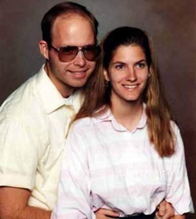 25 января 1998-го года, 34-летний Том Лонергани его 29-летняя жена Эйлин вошли в состав группы дайверов, отправившихся к рифу Святого Криспина, входящему в состав Большого Барьерного Рифа в Австралии. Лодка с лайнерами ушла до того, как Лонерганы вынырнули на поверхность. Том и Эйлин Лонрган
