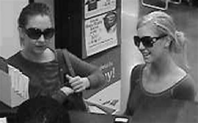 """""""Бандитки-барби"""". Хизер Джонстон и Эшли Миллер мировые СМИ прозвали """"бандитки-барби"""" после того, как они ограбили один из филиалов Банка Америки в Акворте, штат Джорджия, в феврале 2007 года."""