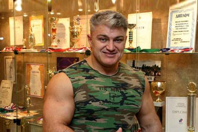 Скончался спортсмен от инфаркта около 5 часов утра 16 декабря 2009 года.